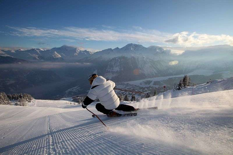 Selling ski passes Courchevel
